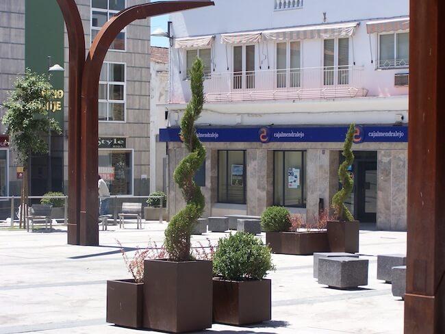 Mobiliario urbano adaptado en Acero Corten: Proyecto de Miajadas