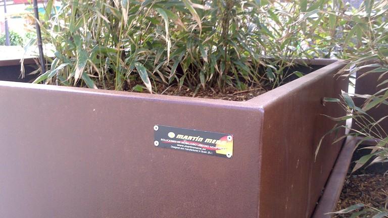 Mobiliario urbano personalizado en acero corten proyecto for Jardineras acero corten