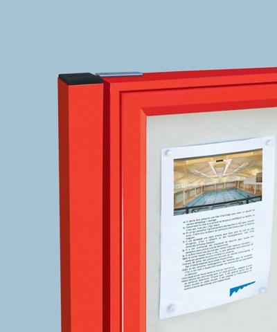 Detalle postes para vitrina clasica