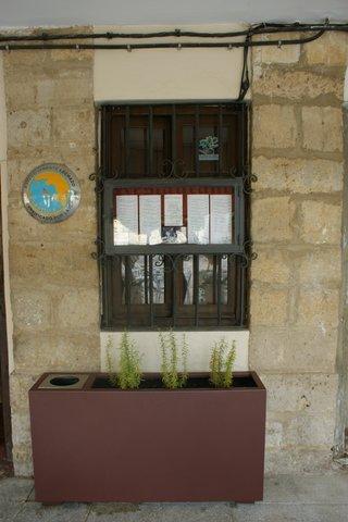 Ejemplo de jardinera-papelera termolacado en OXICORTEN
