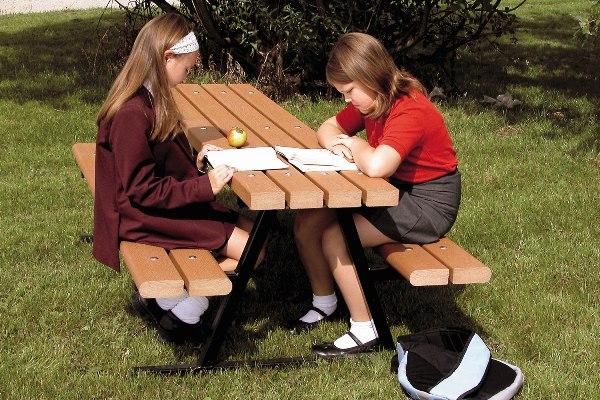 Mesas infantiles adaptadas