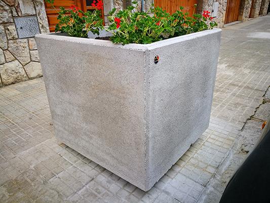Jardinera Nazaret ,textura lisa, ideal para ciudades