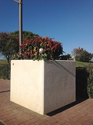 Jardinera Nazaret de 883 kg,prisma cuandrangular