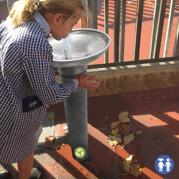 FPAR-02 fuente de agua para patios de colegios.Plástico reciclado 100%
