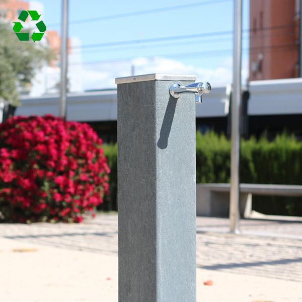Fuente urbana FM-01 fabricada en de plástico reciclado 100% - Grifo temporizado