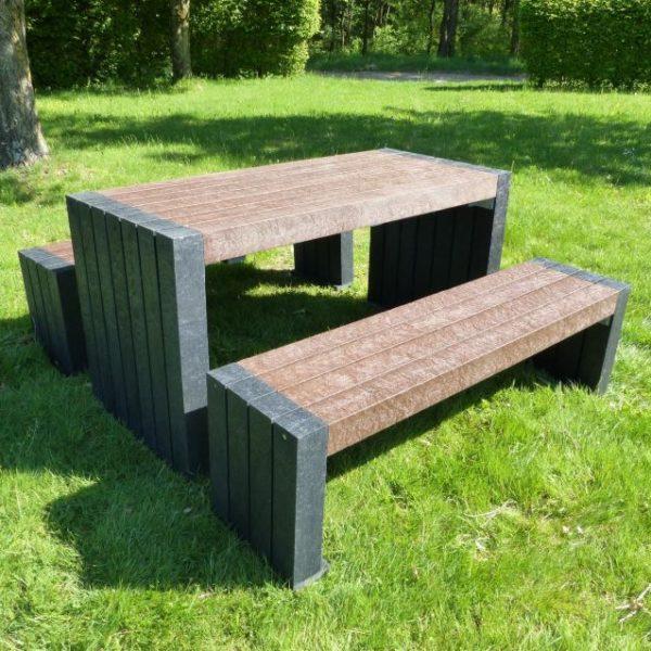 Set mesa y bancos de plástico reciclado 100% Mod. Calero.Bicolor