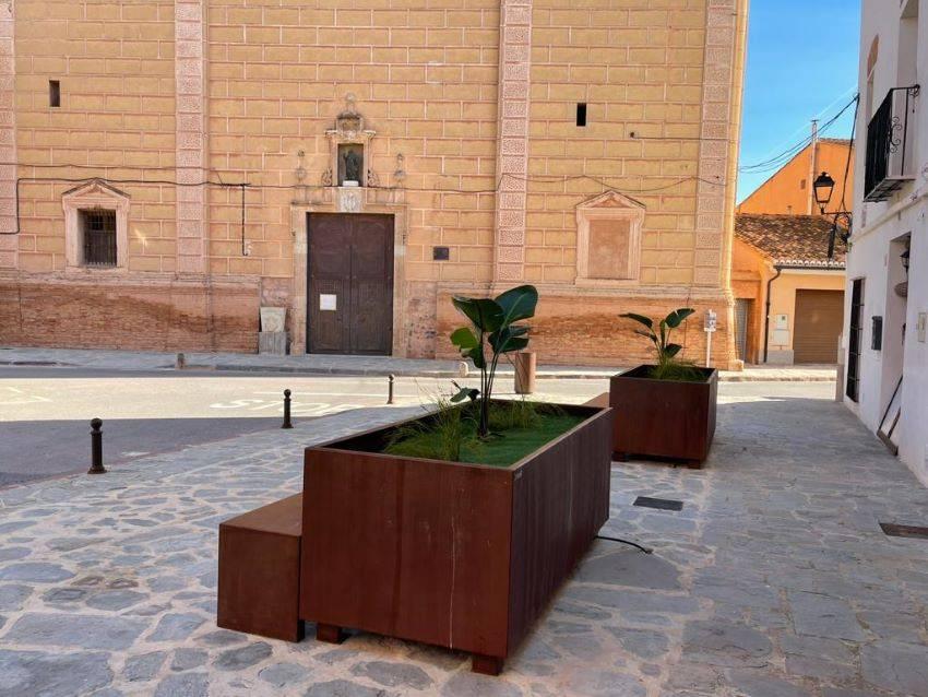 Martín Mena suministra mobiliario urbano multifuncional al ayuntamiento de Faura