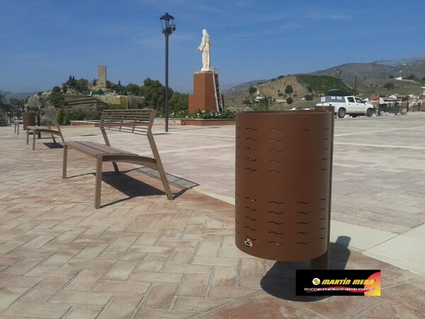 Papeleras urbanas personalizadas PROYECTO:100 Papeleras para los entornos monumentales de Vélez, Málaga